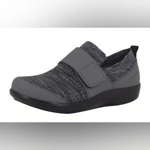 """TraQ by Alegria """"Qwik"""" Slip-On Smart Shoe 39 (9)"""